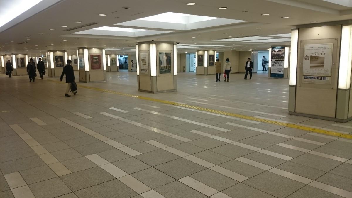 行幸地下通路を抜けて東京中央口:左方面
