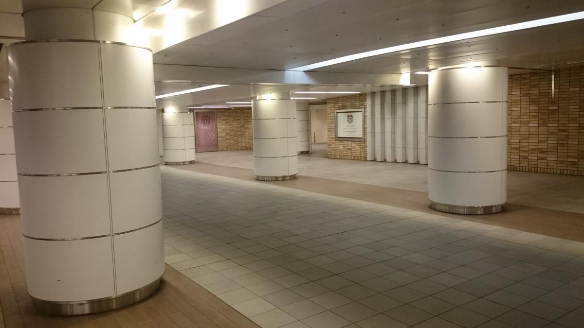 行幸地下通路の中央左側が新丸ビル