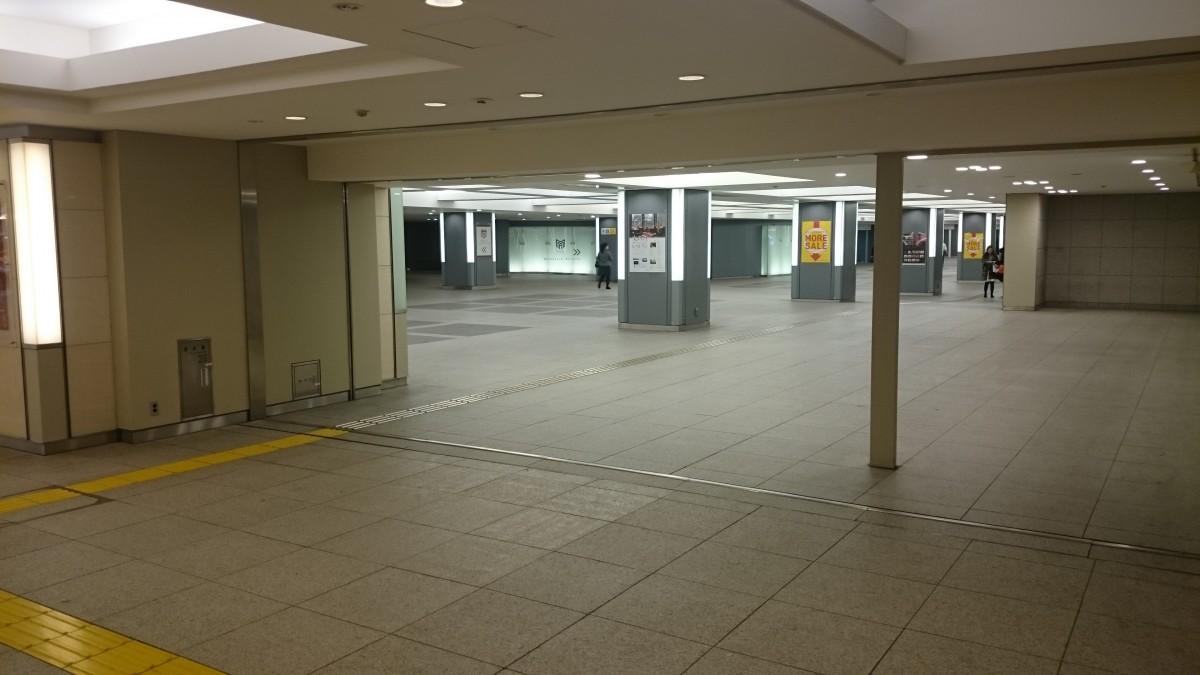 行幸地下通路を抜けて東京中央口:右方面