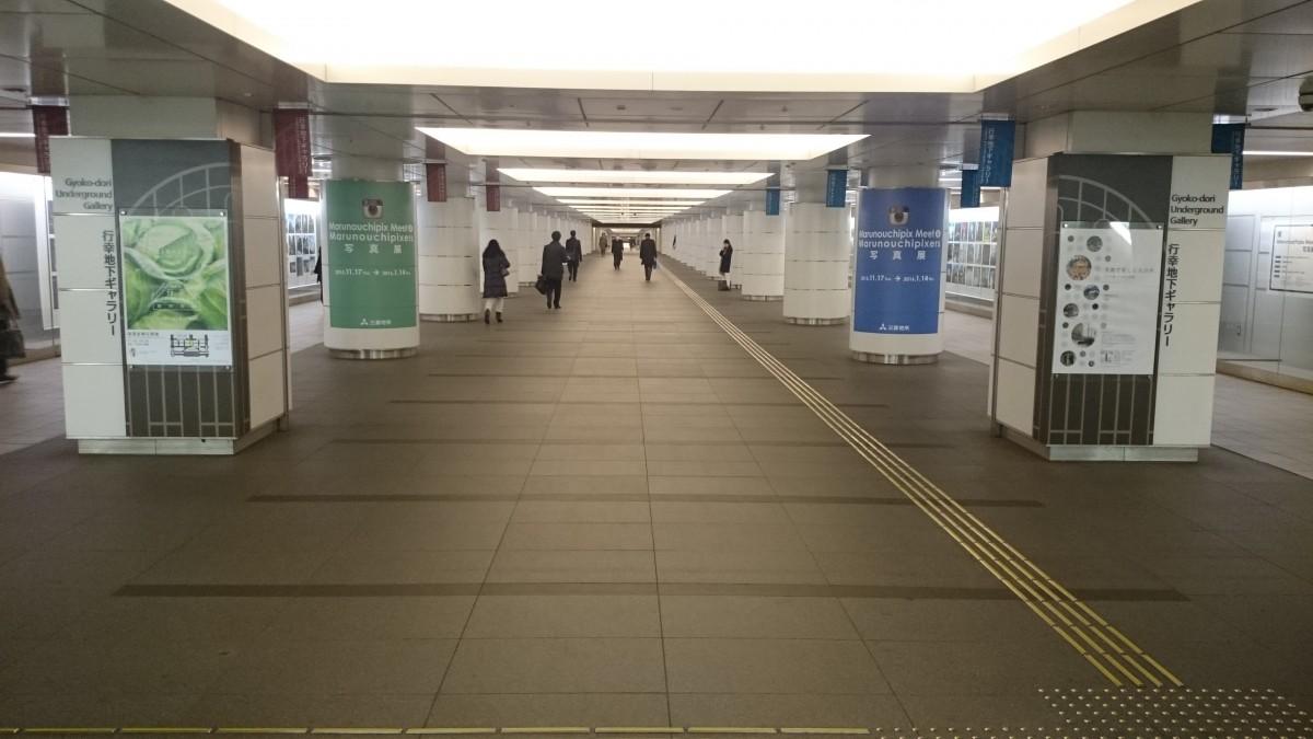行幸地下通路。左手が新丸ビル、右手が丸ビル。