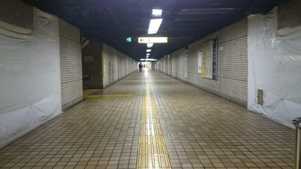 二重橋前:JR東京駅方面改札外の地下道