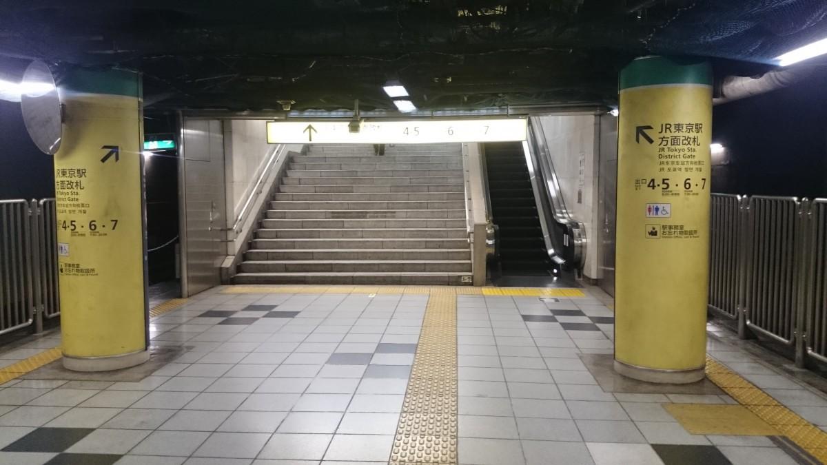 二重橋前:JR東京駅方面改札の階段下