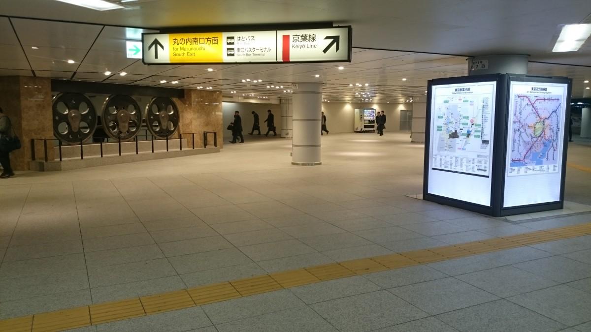 東京中央口のオブジェ